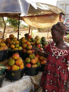 Sénégal vendeuse des mangues.