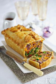Vegetarian Christmas Dinner: 25 Delicious Alternatives to Nut Roast (Pictured is Leek, squash and Broccoli Pie) Veggie Dishes, Veggie Recipes, Whole Food Recipes, Vegetarian Recipes, Cooking Recipes, Healthy Recipes, Pie Recipes, Simple Recipes, Gastronomia