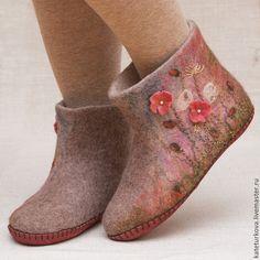 Felt Shoes, Felted Slippers, How To Make Shoes, Wool Felt, Fiber Art, Shoe Boots, Weaving, Booty, Handmade