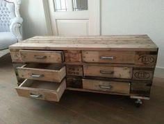 Zelf een ladekastje gemaakt van oude euro pallets.