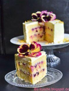 Triple lemon cake or simply: lemon cream cake – Cupcake Recipes Lemon Cake Mix Cookies, Lemon Sugar Cookies, Lemon Cake Mixes, Cake Mix Recipes, Frosting Recipes, Cupcake Recipes, Dessert Recipes, Lemon Cream Cake, Vegan Lemon Cake