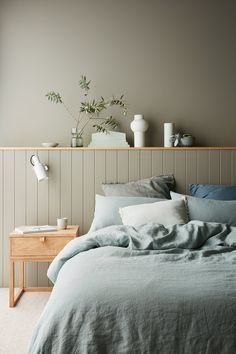 Haymes Paint 2020 colours: A new millennial pink? - The Interiors Addict - Haymes Paint 2020 colours: A new millennial pink? – The Interiors Addict Haymes Paint 2020 colours: A new millennial pink? – The Interiors Addict Bedroom Wall Colors, Bedroom Green, Home Bedroom, Modern Bedroom, Modern Hallway, Bedroom Interiors, Zen Bedroom Decor, Green Bedroom Design, Green Interior Design