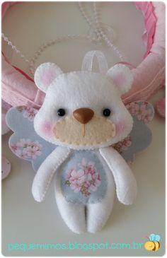 Gente linda!   Olha só que coisinha mais cute cute!   Um móbile de ursinhas anjas!   Oiiiinnnn!                          Feito à mão, pra...