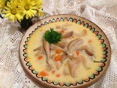 O ciorba deliciosa si rapida cu ciuperci pleurotus, dreasa cu smantana si usturoi, servita cu un ardei iute si cu dedicatie pentru cei carora nu le place burta. :)