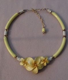 Vintage carved flower choker necklace yellow island style jewelry