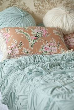 pale bluegreen roushing with taupe print accent .  Light weight duvet and overstuffed pillows