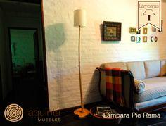 Una buena combinación de muebles debe ir acompañada de artefactos de luz que proporcionen calidez. Presentamos la lámpara Pie Rama, una exquisitez artesanal de buenas terminaciones, cuya instalación eléctrica se encuentra oculta ya que atraviesa la rama.