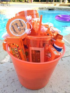 Super diy summer gifts for friends teacher appreciation 51 Ideas Themed Gift Baskets, Diy Gift Baskets, Gift Hampers, Diy Best Friend Gifts, Bff Gifts, Cute Gifts, Kids Gifts, Birthday Presents For Friends, Friend Birthday Gifts