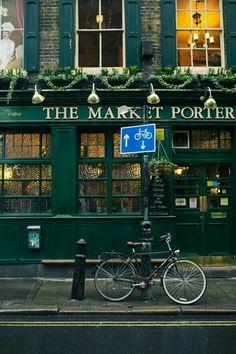 The Market Porter, Borough Market, Londres. Borough Market London, London Pubs, Old London, Grand Paris, British Pub, Shop Fronts, England And Scotland, London Calling, London Travel