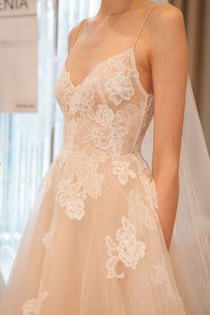 Wedding dresses vintage modern and wedding dresses vintage straps Dream Wedding Dresses, Wedding Gowns, Prom Dresses, Formal Dresses, Lace Wedding, Dream Dress, The Dress, Pretty Dresses, Wedding Decor