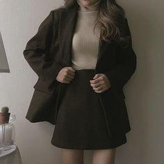 Mode Outfits, Retro Outfits, Fashion Outfits, Fashion Ideas, Outfit Vestidos, Looks Dark, Look Blazer, Dark Fashion, Aesthetic Clothes