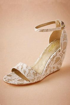 6acc918979237 30 Wedge Wedding Shoes To Walk On Cloud