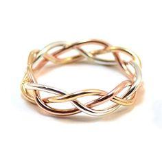Alianças de Casamento 2019: todas as dicas para escolher a sua! Unique Wedding Bands, Wedding Rings, Brautring Sets, Solid Gold, White Gold, Braided Ring, Bangles, Bracelets, Braids