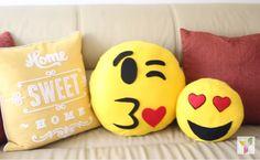 A crise pegou todo mundo de jeito e a grana está mais curta. Mas nem por isso você precisa de presentear seu amor no Dia dos Namorados. Se você tem habilidades manuais, pode apostar no artesanato para produzir um mimo que está na moda: as almofadas de emoji.