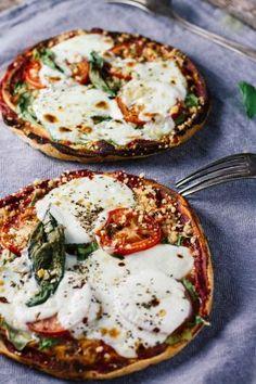 10-Minute Margherita Pita Bread Pizzas! Healthy, easy, delicious!