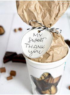 [Werbung | Dr. Oetker Deutschland] DIY Geschenkidee mit My Sweet Table Mini-Kuchen | Internationaler Thank You Day / Internationaler Dankeschön-Tag / My Sweet Thank You – Danke sagen / Geschenkidee für Freunde/Freundin, Mama, Papa, Geschwister, Onkel, Tante, Oma, Opa, Nachbarn [Step-by-Step-Anleitung mit Fotos + kostenloser Vorlage]