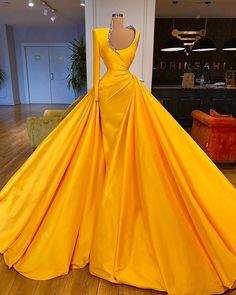 Valdrin Sahiti (@valdrinsahitiofficial) • Fotos y vídeos de Instagram Ball Gown Dresses, Evening Dresses, Prom Dresses, Pretty Outfits, Pretty Dresses, Anarkali, Fashion Weeks, Dresses Elegant, Anita Dongre