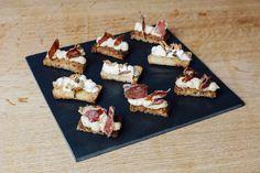 Vital-Brot-Crostinis: Mit Erdnuss-Feigen-Creme und Coppa Schinken - Fingerfood glutenfrei