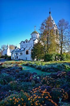 Anastasia, 19 Yekaterinburg, Russia Хоровод кружился, а король грустил. Не было с ним рядом той кого...
