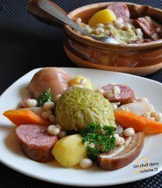 Potée champenoise - Cuisinée à base de chou, de jambonneau, de lard, de saucisses, de pommes de terre, de navets, d'oignons, la potée champenoise est un repas à elle toute seule.