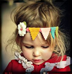 cute for a birthday girl! Felt Flower Headband - Bunting Garland Headband via Etsy. Felt Flowers, Fabric Flowers, Felt Crafts, Diy Crafts, Bunting Garland, Felt Bunting, Baby Bunting, Buntings, Felt Crown