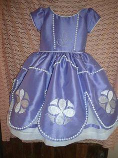 Si a tu hija le gusta la Princesita Sofia este vestido le va a encantar