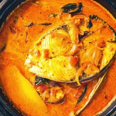Alleppey Fish Curry is a Kerala Style spicy Fish Curry which is slightly tangy due to the use of raw mangoes or Tamarind. Here is how to make this kerala fish curry or Alleppey Fish Curry. Veg Recipes, Curry Recipes, Salmon Recipes, Seafood Recipes, Dishes Recipes, Tamarind Recipes, Fried Fish Recipes, Vegetarian Recipes, Dessert Recipes