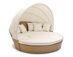 Een royaal zonnig eiland / loungeligbed ovaal - creme-witte kussens