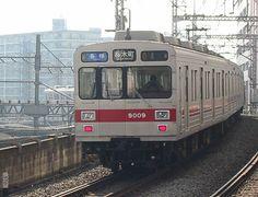 Toyoko-Line bound for Sakuragi-Cho Station was closed in 2004.