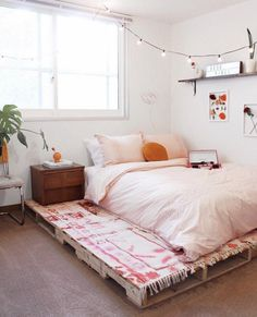Best Pallet Furniture Interior Design Ideas - Home - Pallet Projects Wooden Pallet Beds, Diy Pallet Bed, Pallet Furniture, Pallet Patio, Furniture Ideas, Pallet Room, Pallet Bed Frames, Wooden Room, Pallet Couch