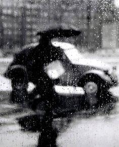 Paris, 1957. Photo by Sabine Weiss.