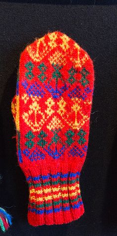 Europe - Lapland/Sami people Fingerless Mittens, Knit Mittens, Mitten Gloves, Wrist Warmers, Hand Warmers, Lofoten, Mittens Pattern, Color Shapes, Crochet Accessories
