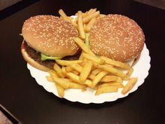 Das nenne ich einen echten #Burger !!! #Hamburger mit #Pommes