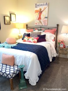 Note the different sizes of bedside tables and lamps!