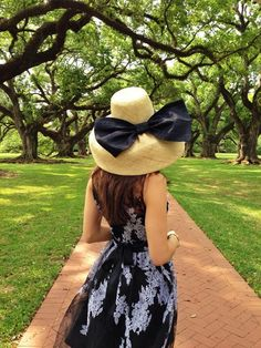 sunday hat, want the whole outfit Southern Belle Style, Southern Ladies, Southern Charm, Southern Belle Secrets, Southern Fashion, Southern Living, Derby Outfits, Summer Outfits, Cute Outfits