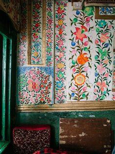 bohemianhomes: Bohemian Homes: Hand Painted Indian Botanical. (Bohemian Homes) Bohemian House, Bohemian Gypsy, Of Wallpaper, Pattern Wallpaper, Botanical Wallpaper, Bohemian Wallpaper, Cole And Son Wallpaper, Interior Wallpaper, Wallpaper Designs