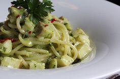 Com uma pitada de açúcar...: Spaghetti ao Molho Cremoso de Salsinha e Bacalhau