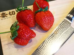 """Very delicious strawberries! If you surely use """"RYU"""" cut it will be a rich sweetness will come out! Kitchen Knives, Kitchen Tools, Chef's Choice, Professional Chef, Chef Knife, Culinary Arts, Kitchenware, Strawberries, Good Food"""