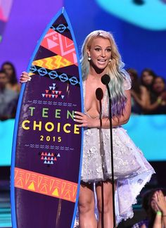 Pin for Later: Britney Spears Is a Superhot and Adoring Mum at the Teen Choice Awards