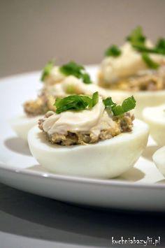 Kuchnia Bazylii: Jajka nadziewane pieczarkami