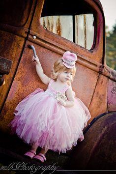 Etsy の Girls Tutu Dress Pink & Ivory Tutu Dress by ChiclyHooked