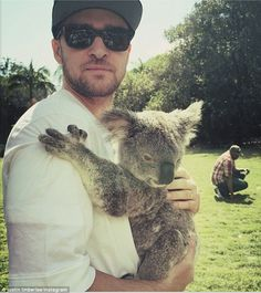 'This is April': Justin Timberlake hugged a koala in Brisbane on Thursday, who cuddled up against his chest Justin Timberlake, Jessica Justin, Jessica Biel, National Hugging Day, People Hugging, The Wombats, Photo Souvenir, Celebs, Celebrities