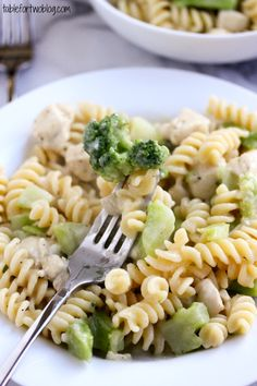 Great week night dinner. Skinny Chicken & Broccoli Alfredo from @Julie {Table for Two}