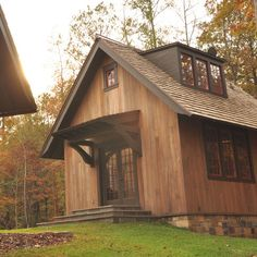 Workshop as a guest house Idea - Day Exterior - rustic - exterior - Birmingham - Dungan Nequette Architects Small Cabin Designs, Small House Design, Rustic Exterior, Exterior Design, Exterior Stain, Exterior Colors, Door Design, Rustic Lake Houses, Modern Cottage