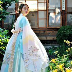 Korean hanbok best korean fashion in 2 Korean Traditional Clothes, Traditional Fashion, Traditional Dresses, Hanbok Wedding, Wedding Dress, Korean Dress, Korean Outfits, Korean Fashion Trends, Asian Fashion