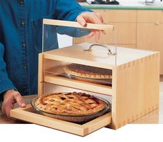Portable Food Safe This safe features two sliding doors and two removable trays. By Randy Johnson No more smashed frosting, cracked crusts or capsized casseroles.You can take your culinary creations anywhere with this portable food safe.You can adapt the design to accommodate two pie plates, a deep casserole dish or a 9 in. by 13 in. baking pan. If you're a bread baker, size the safe for two loaf pans …