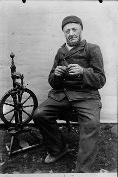 Icelandic man knitting