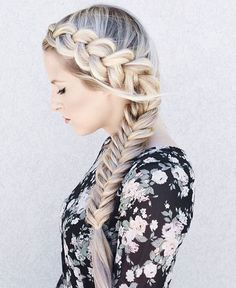"""Elsa vibes with the BELLAMI Touch ☃ @annalyncook braided up her custom toned 240g 24"""" #18 Dirty Blonde Magnifica set"""