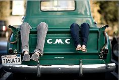 Great use of Vintage GMC in Family Photo / Engagement Photo Vintage Trucks, Old Trucks, Pickup Trucks, Gmc Pickup, Farm Trucks, Engagement Pictures, Engagement Shoots, Engagement Ideas, Couple Photography