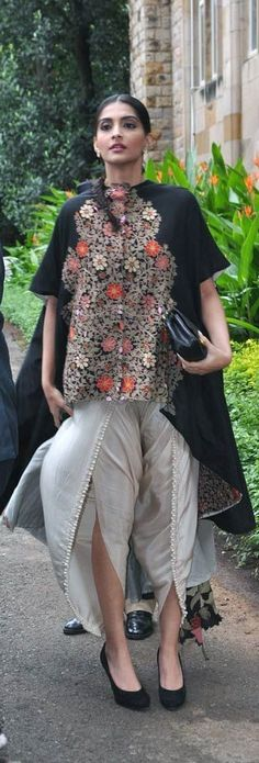 http://ladyfenharel.tumblr.com/post/118357158846/sonam-kapoor-fashion-rivain-fashion-insp